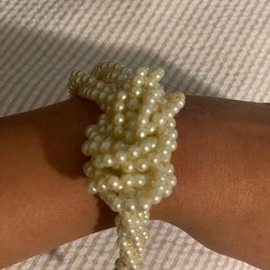 Banana republic chunky pearl bracelet!